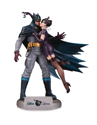 Picture of DC COMICS BOMBSHELLS BATMAN & CATWOMAN STATUE