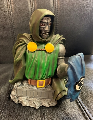 Picture of DIAMOND SELECT MARVEL DOCTOR DOOM BUST (NO BOX)
