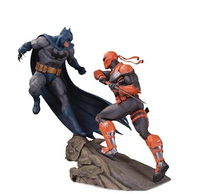 Picture of BATMAN VS DEATHSTROKE BATTLE STATUE