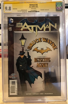 Picture of BATMAN N52 #43 / BOMBSHELLS VARIANT / CGC 9.8 SS SIGNED BY ART LUCIA
